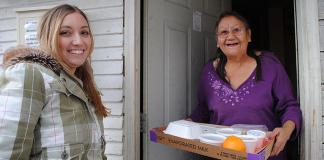 atos-altruistas-como-os-americanos-estao-se-ajudando-atraves-do-coronavirus.fw