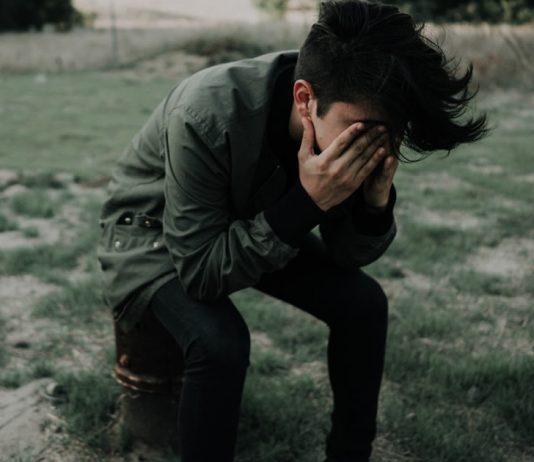 trauma-do-vigario-o-preco-que-se-paga-por-carregar-a-dor-dos-outros