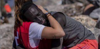 voluntaria-da-cruz-vermelha-emociona-o-mundo-com-um-ato-de-amor