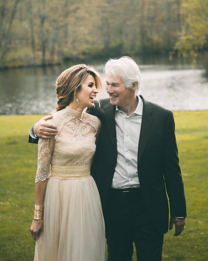 Richard Gere escreve músicas para sua esposa para que ela sinta que é uma mulher de sorte