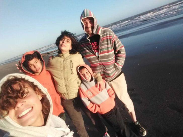 familia-feliz-depois-da-chegada-da-aluna-que-se-tornou-filha